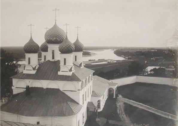 Фото начала XX в. Вид на Макарьевский монастырь
