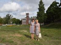На конференции в Юрино. А.И. Михеева и Т.Б. Никитина на фоне замка Шереметевых